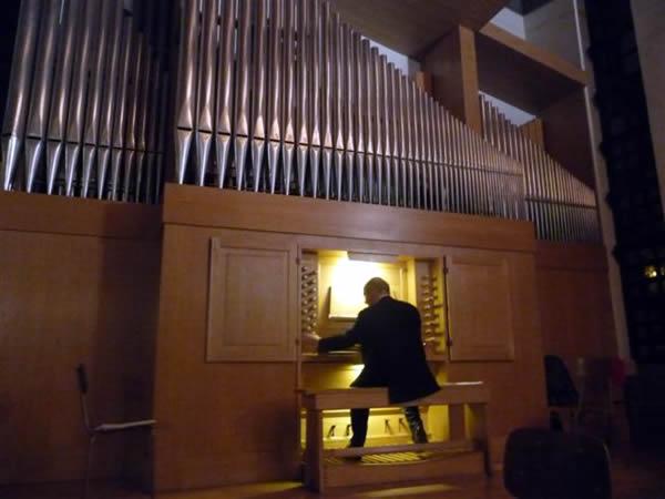 In organo pleno dentro l 39 organo a canne associazione for L organo portativo